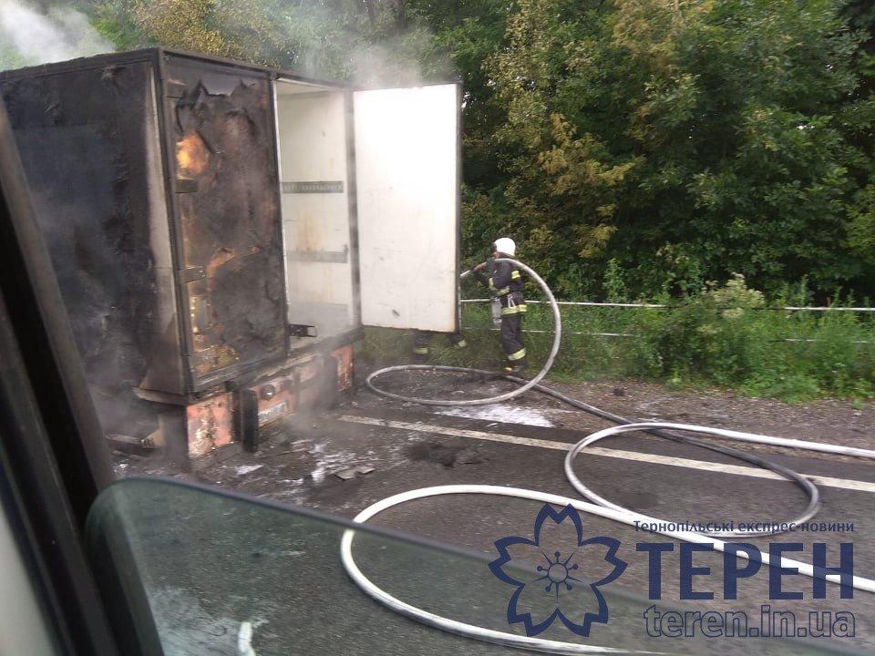 На Тернопільщині дощенту згоріла вантажівка: утворились затори, а стовп диму було видно на кількасот метрів (ФОТОФАКТ), фото-4