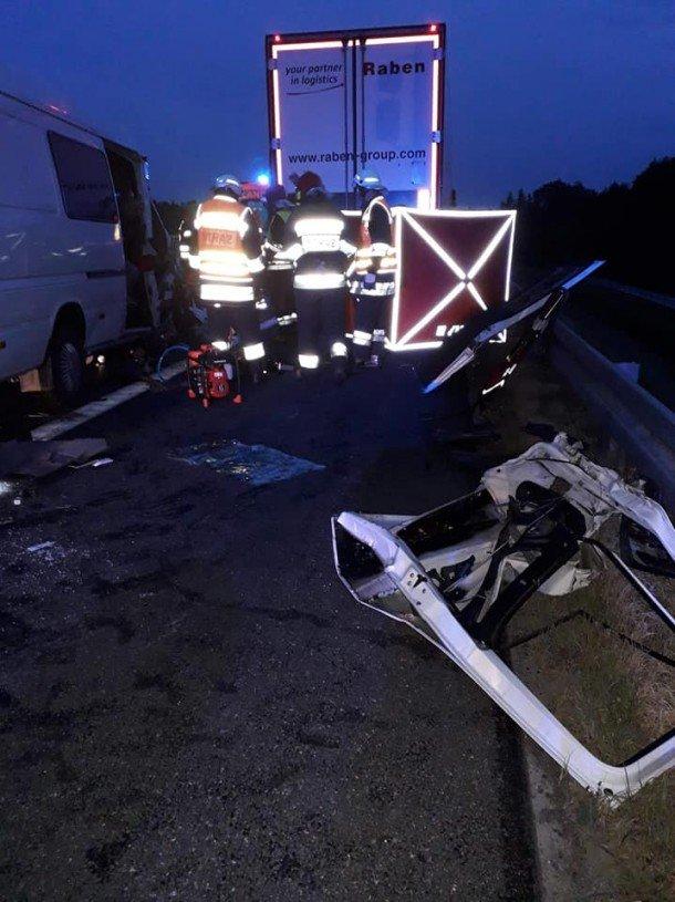 Мікроавтобус з тернопільською реєстрацією, що перевозив заробітчан, потрапив в смертельну ДТП в Польщі: загинула молода дівчина (ФОТО), фото-4