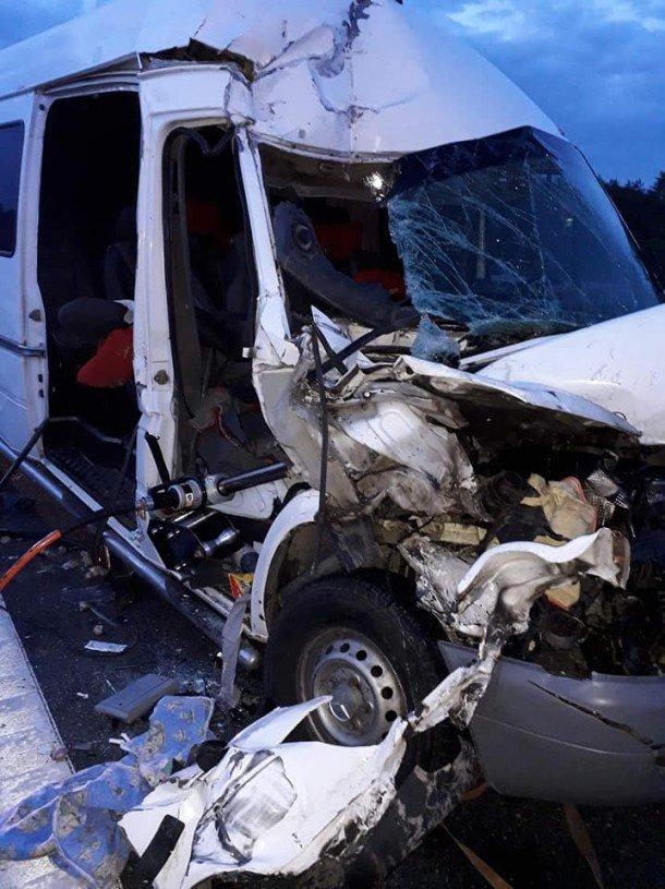 Мікроавтобус з тернопільською реєстрацією, що перевозив заробітчан, потрапив в смертельну ДТП в Польщі: загинула молода дівчина (ФОТО), фото-1