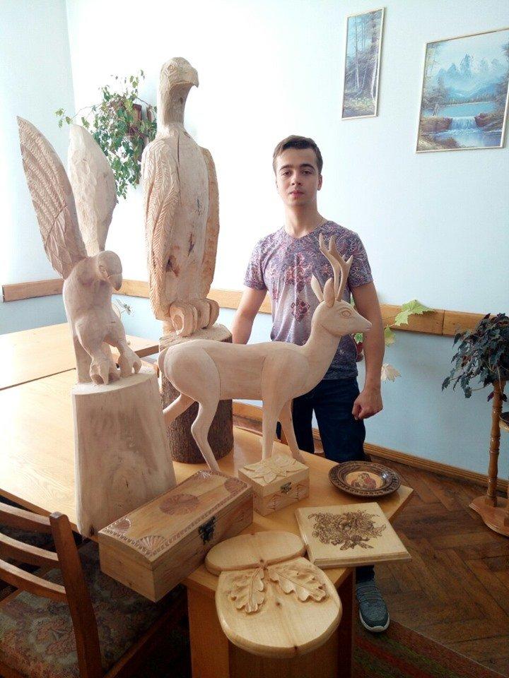 З куска дерева студент з Тернопільщини виготовляє вироби, котрі зачаровують  красою та витонченістю (ФОТОФАКТ), фото-1
