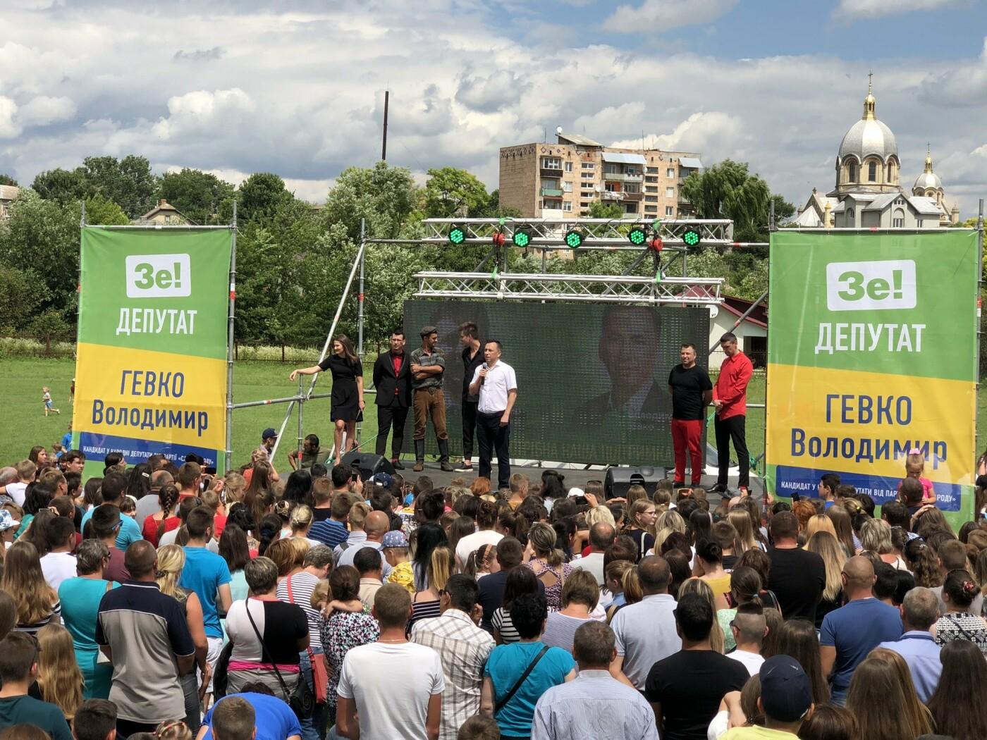 На зустрічі з кандидатом в депутати у 167-му окрузі Володимиром Гевком і його командою приходять тисячі краян (Фоторепортаж, відео) , фото-1