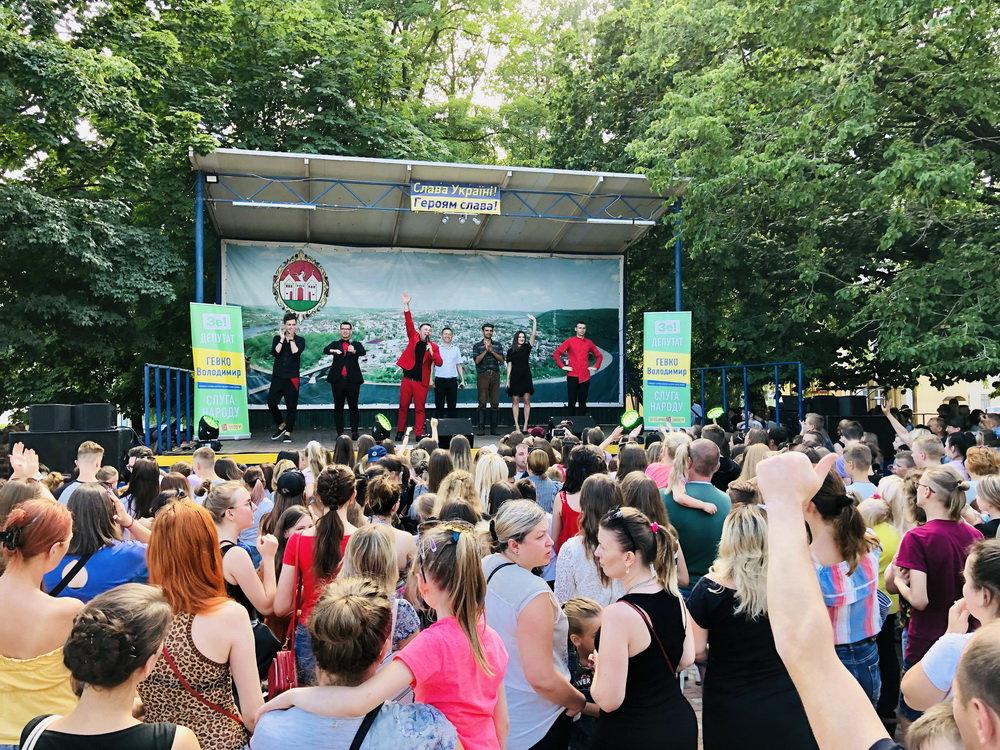 На зустрічі з кандидатом в депутати у 167-му окрузі Володимиром Гевком і його командою приходять тисячі краян (Фоторепортаж, відео) , фото-3