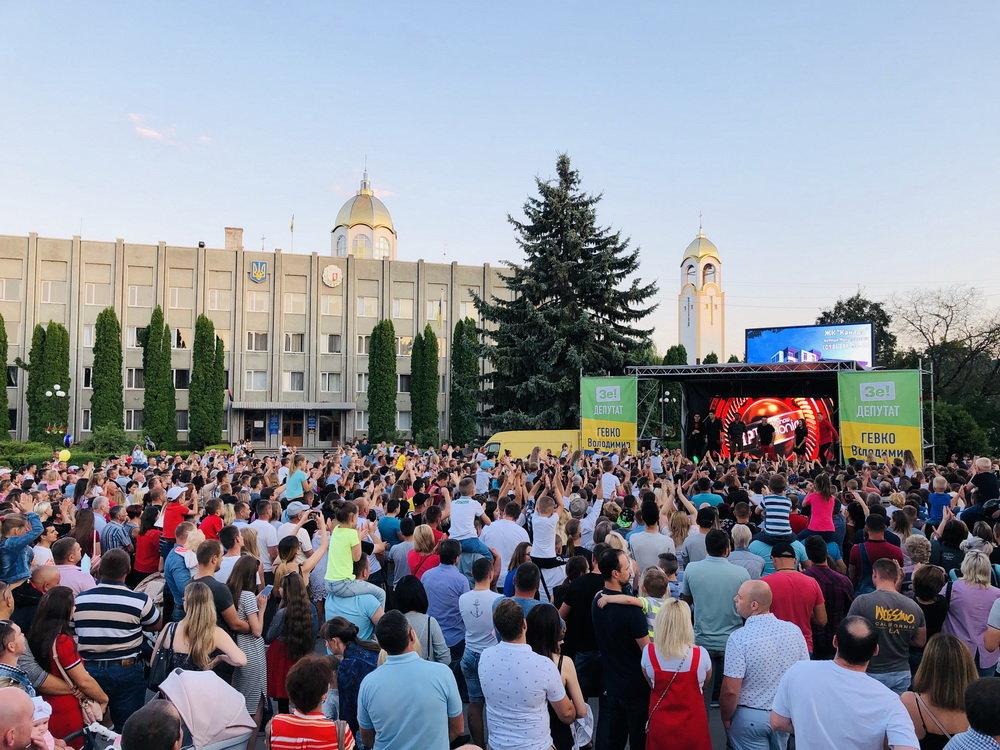 На зустрічі з кандидатом в депутати у 167-му окрузі Володимиром Гевком і його командою приходять тисячі краян (Фоторепортаж, відео) , фото-8