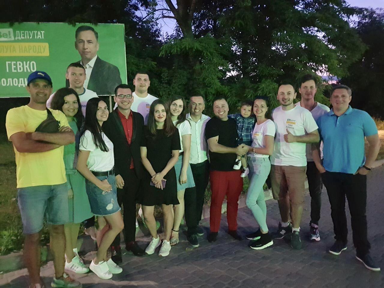 На зустрічі з кандидатом в депутати у 167-му окрузі Володимиром Гевком і його командою приходять тисячі краян (Фоторепортаж, відео) , фото-24