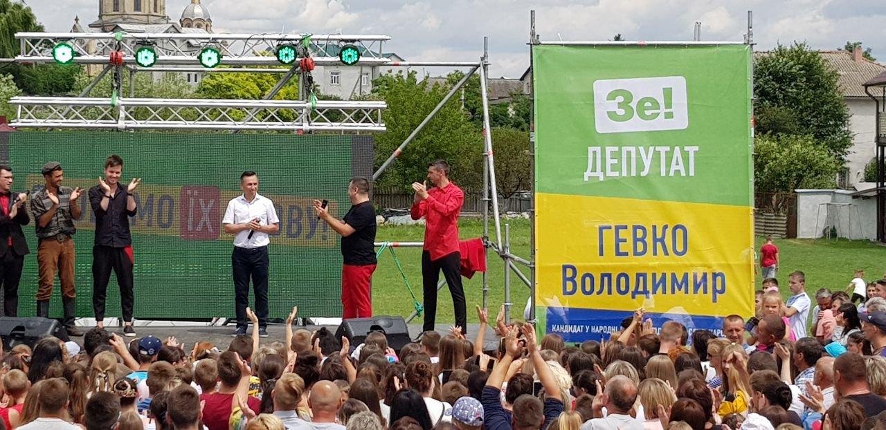 На зустрічі з кандидатом в депутати у 167-му окрузі Володимиром Гевком і його командою приходять тисячі краян (Фоторепортаж, відео) , фото-27
