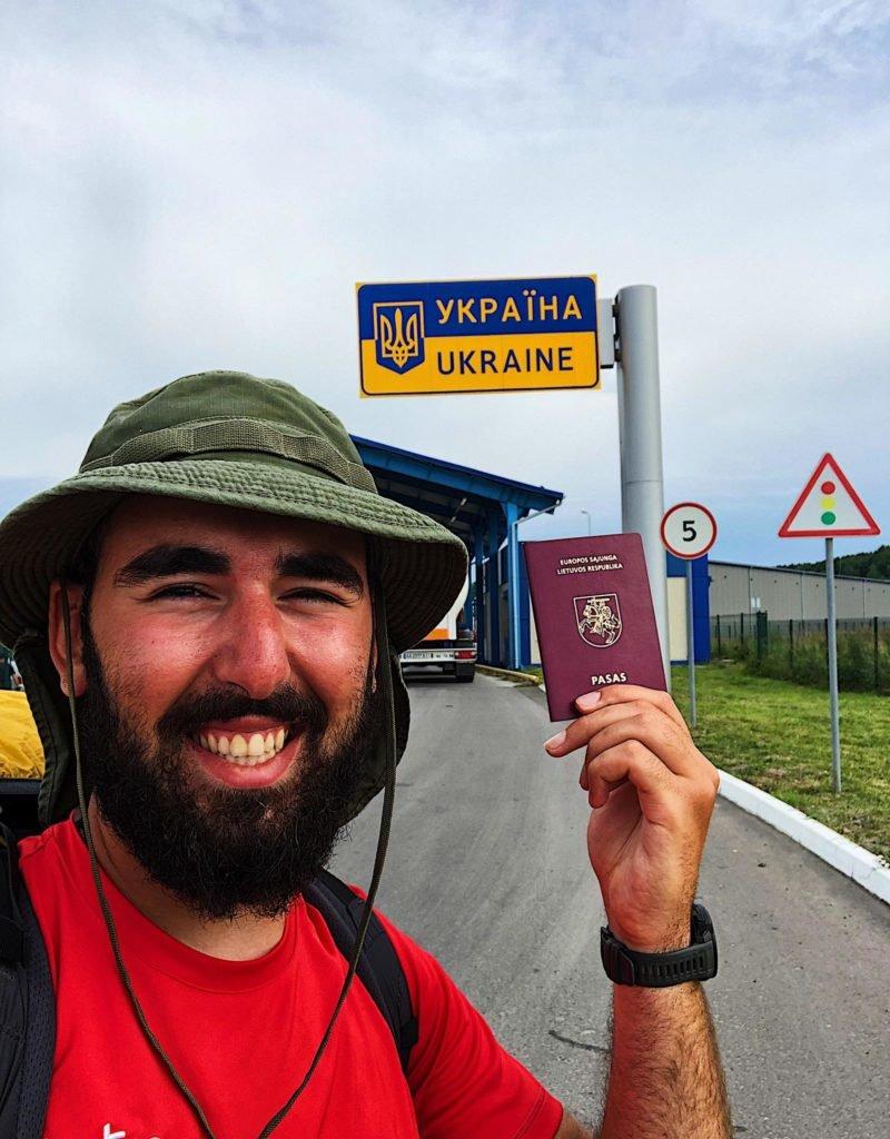У Тернополі побував мандрівник, котрий іде з Литви до Грузії (ФОТО), фото-1
