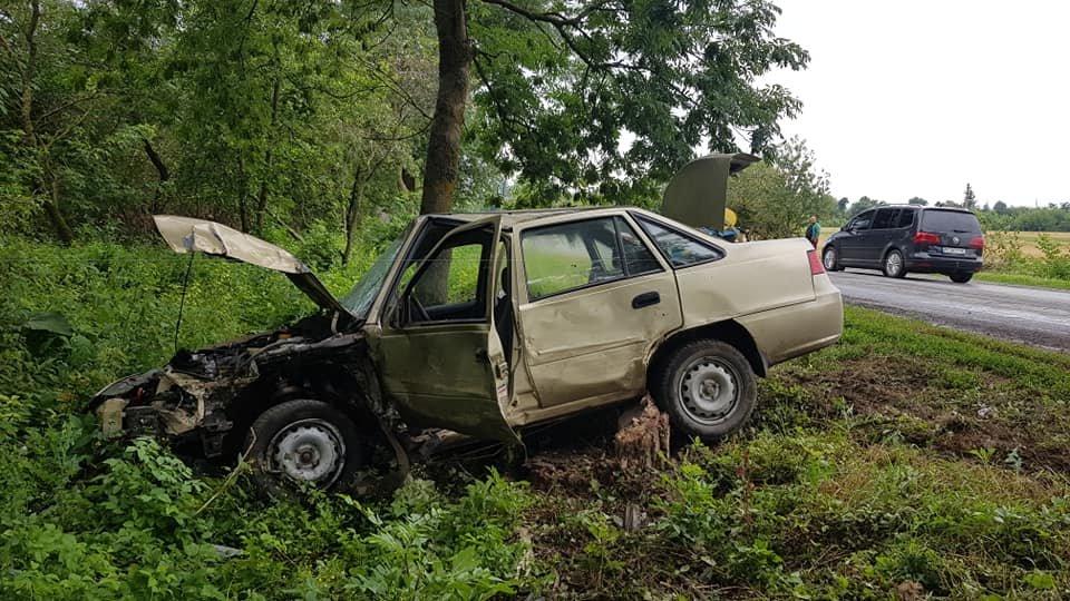 На Тернопільщині Део вилетіла з дороги, автівка вщент потрощена (ФОТО), фото-2