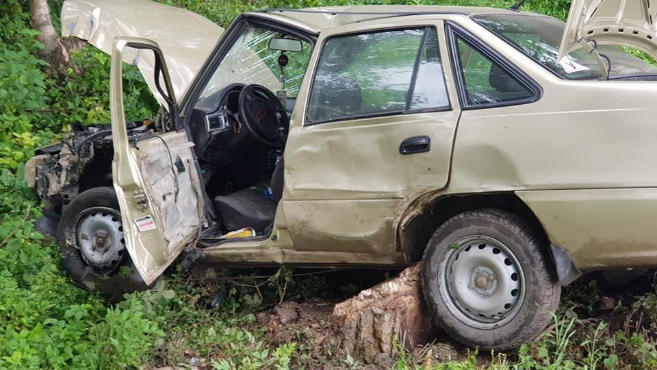 На Тернопільщині Део вилетіла з дороги, автівка вщент потрощена (ФОТО), фото-3