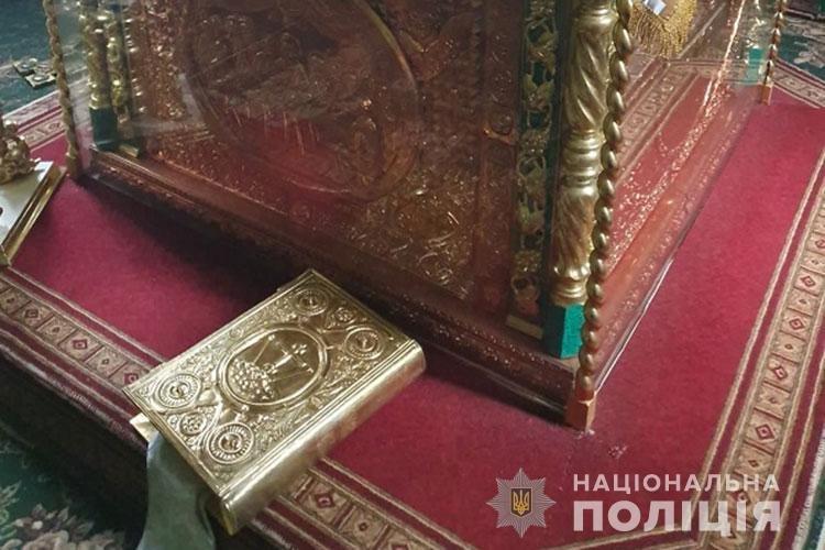 З храму на Тернопільщині невідомі поцупили ікону Почаївської Божої Матері (ФОТО), фото-2