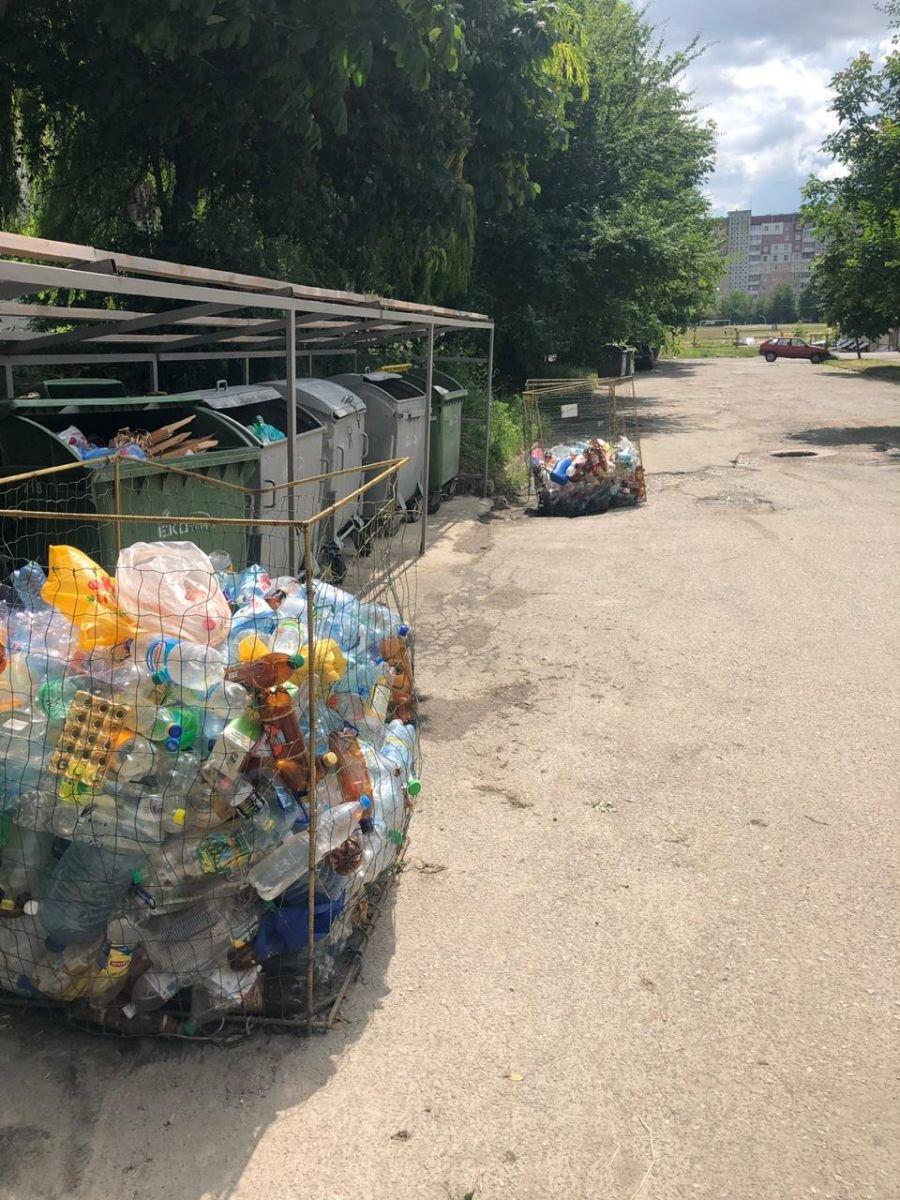 Через сміттєві баки на вулиці Куліша в Тернополі утворюються затори (ФОТОФАКТ), фото-2