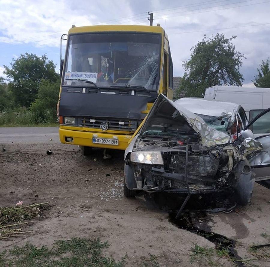 На Тернопільщині зіткнулись автобус та легковик: жінка загинула, дитина та водій у лікарні (ФОТО), фото-3