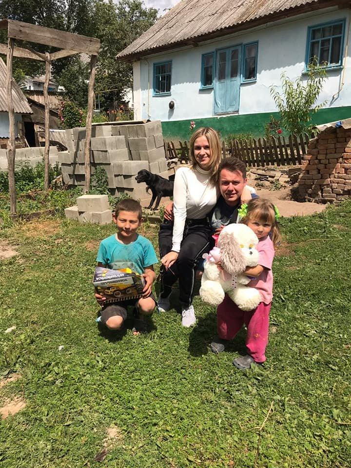 """""""Замість букета - іграшки"""": молоде подружжя з Тернопільщини розпочало своє сімейне життя з благодійності (ФОТОФАКТ), фото-4"""