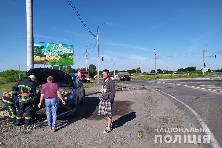 Через несправний світлофор на Тернопільщині трапилась ДТП: травмувалося четверо людей (ФОТО), фото-1