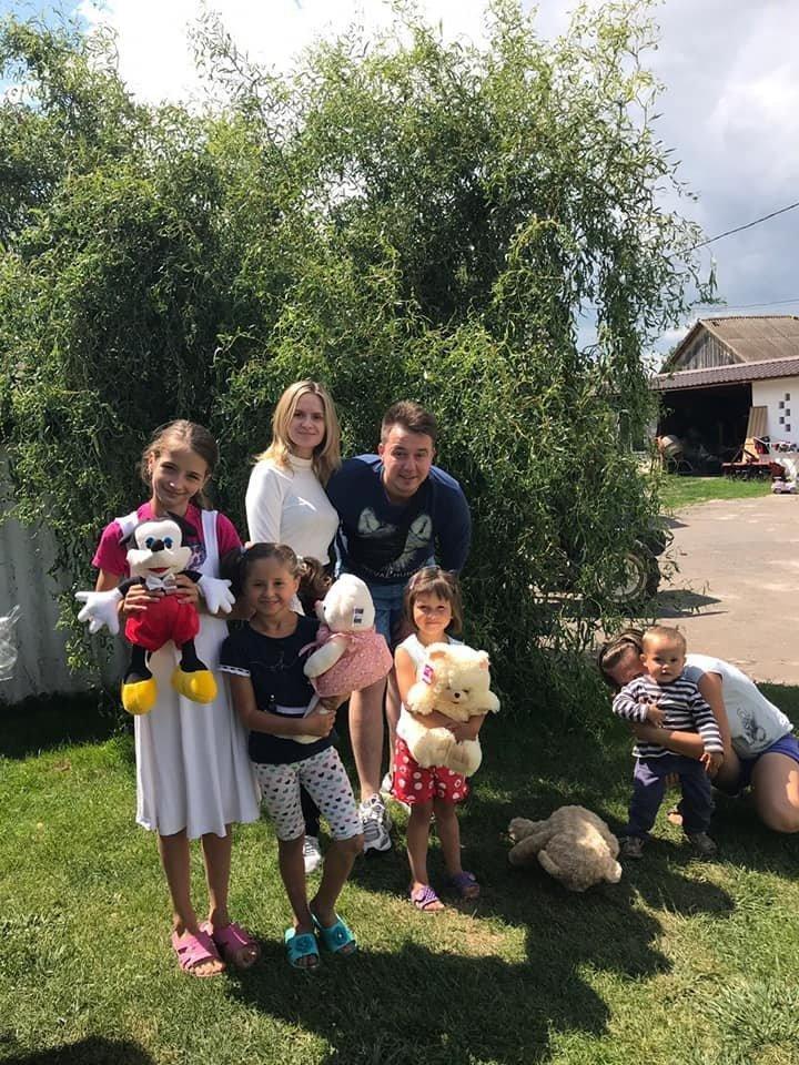 На Тернопільщині молодята просили на весілля приносити подарунки не їм, а малозабезпеченим дітям (ФОТО), фото-2