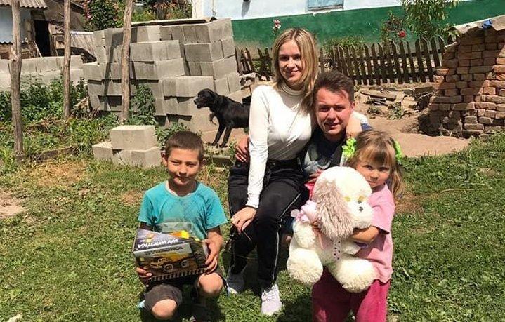 На Тернопільщині молодята просили на весілля приносити подарунки не їм, а малозабезпеченим дітям (ФОТО), фото-1
