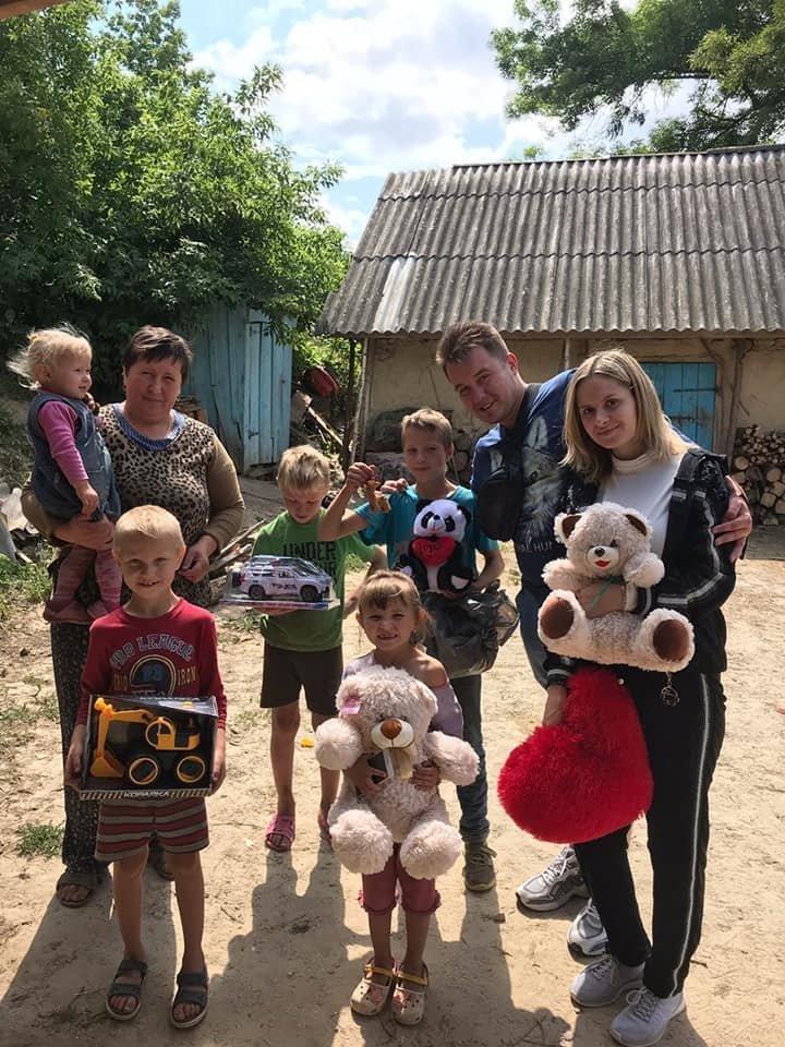 На Тернопільщині молодята просили на весілля приносити подарунки не їм, а малозабезпеченим дітям (ФОТО), фото-3