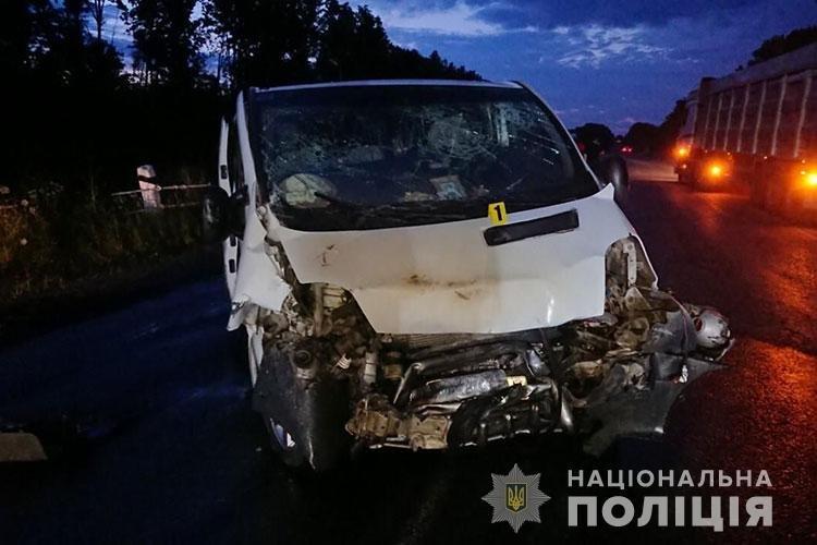 Восьмеро людей отримали травми: на Тернопільщині в результаті зіткнення вщент згорів автомобіль (ФОТО), фото-2