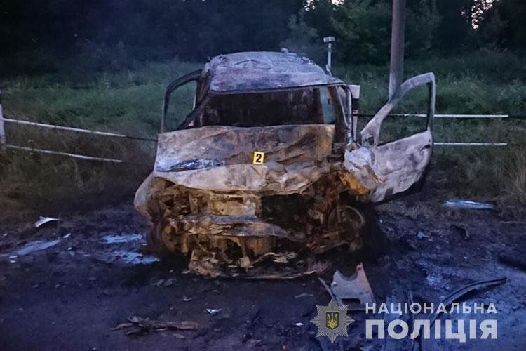 Восьмеро людей отримали травми: на Тернопільщині в результаті зіткнення вщент згорів автомобіль (ФОТО), фото-3