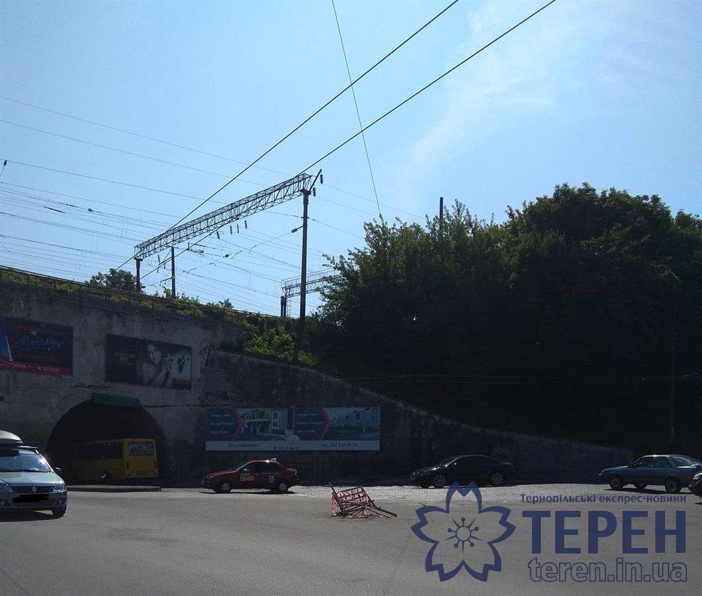 У Тернополі біля 6-го магазину новий попереджувальний знак (ФОТОФАКТ), фото-1