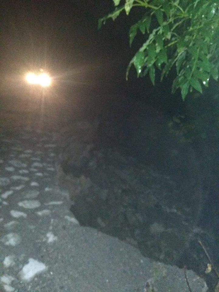 На Тернопільщині утворилося півтораметрове провалля  по дорозі до визначної гори (ФОТОФАКТ), фото-1
