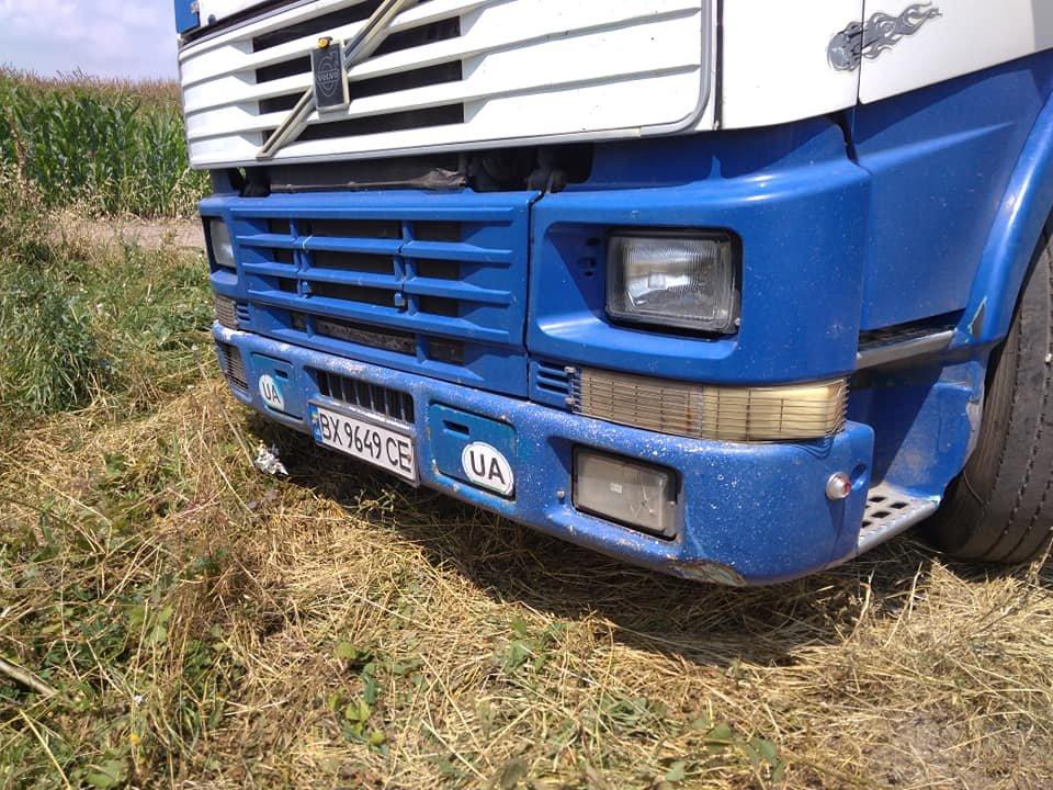 У Тернополі невідомі вивантажили цілу фуру кавунів гнити у полі поблизу міжнародної траси (ФОТО), фото-1
