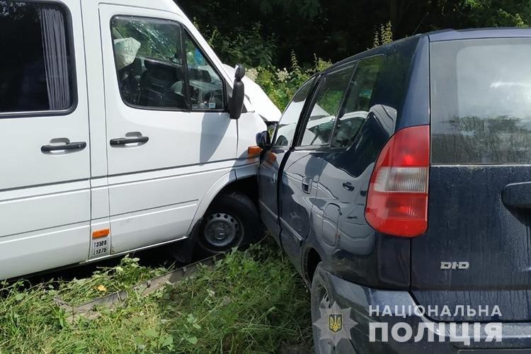 На Тернопільщині лоб в лоб зіткнулося два автомобілі: травмувались двоє дітей та їх мати (ФОТО), фото-1