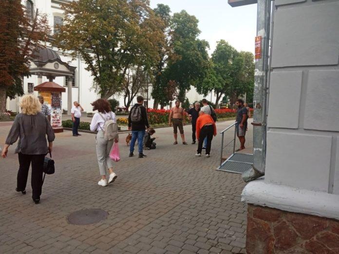 """""""Захищали честь"""": у центрі Тернополя безхатьки побилися через жінку (ФОТО), фото-1"""