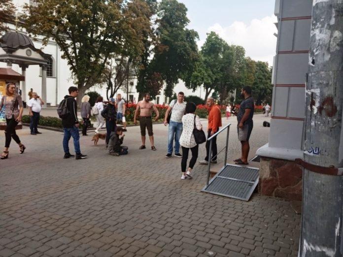 """""""Захищали честь"""": у центрі Тернополя безхатьки побилися через жінку (ФОТО), фото-2"""