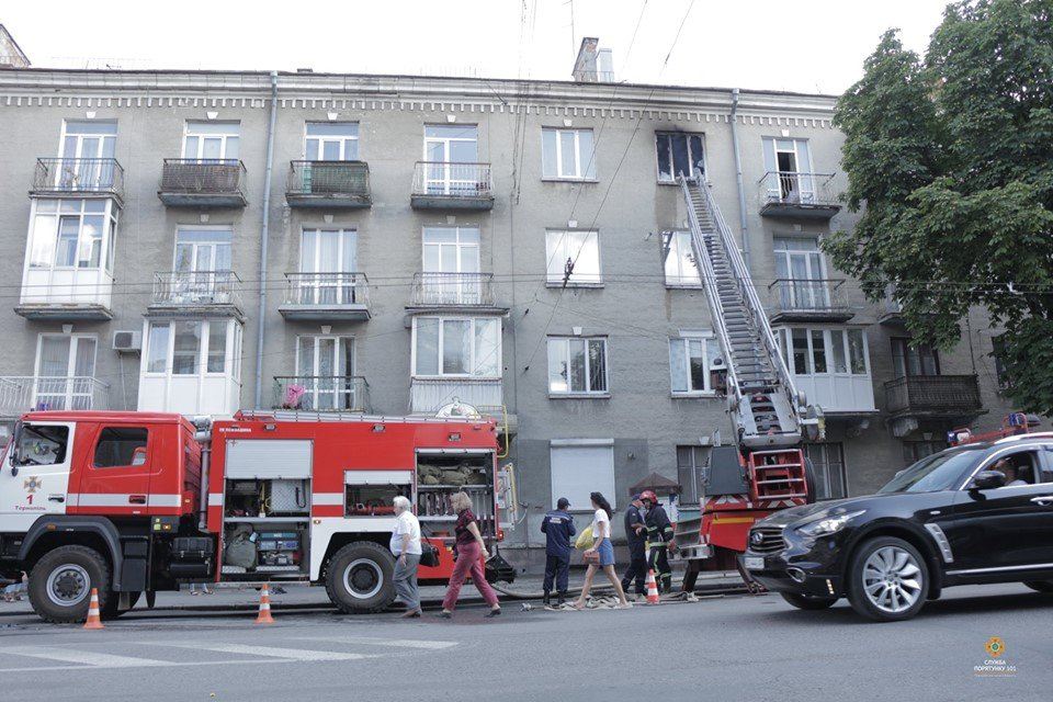 Рятувальники розповіли, як гасили пожежу, про яку говорить весь Тернопіль (ФОТО), фото-1