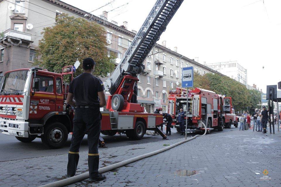 Рятувальники розповіли, як гасили пожежу, про яку говорить весь Тернопіль (ФОТО), фото-2