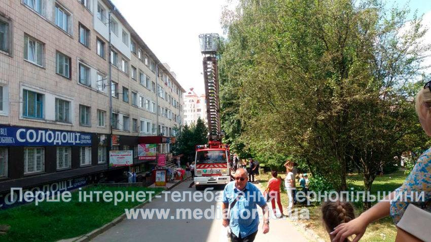 """""""Могла випасти з вікна"""": у Тернополі врятували 1,5-річну дитину, яка замкнулася у квартирі на п'ятому поверсі (ФОТО), фото-3"""