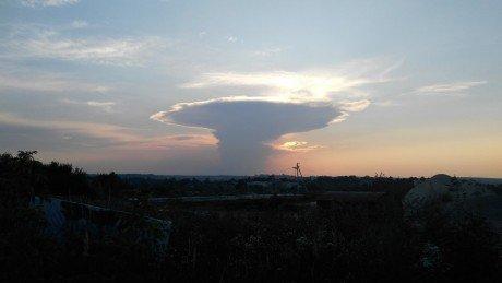 """""""Ядерний гриб"""": у мережі ширяться фотографії моторошної хмари, яка нависла над Тернопільщиною (ФОТОФАКТ), фото-3"""