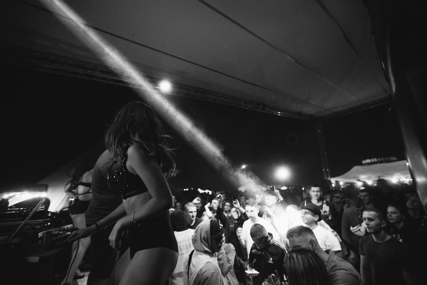 Пропозиція руки та серця, танці до світанку: нічне життя Novellina Beach Stage (фоторепортаж), фото-13