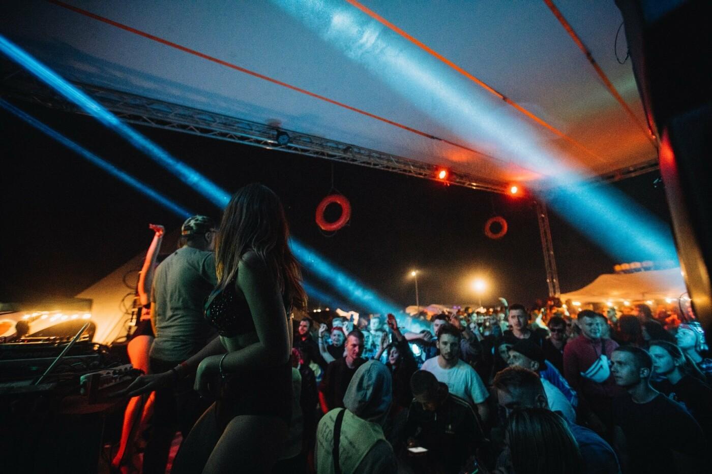 Пропозиція руки та серця, танці до світанку: нічне життя Novellina Beach Stage (фоторепортаж), фото-14