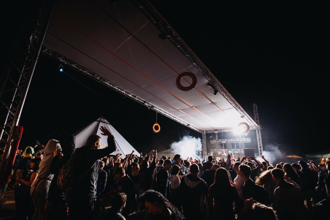 Пропозиція руки та серця, танці до світанку: нічне життя Novellina Beach Stage (фоторепортаж), фото-15