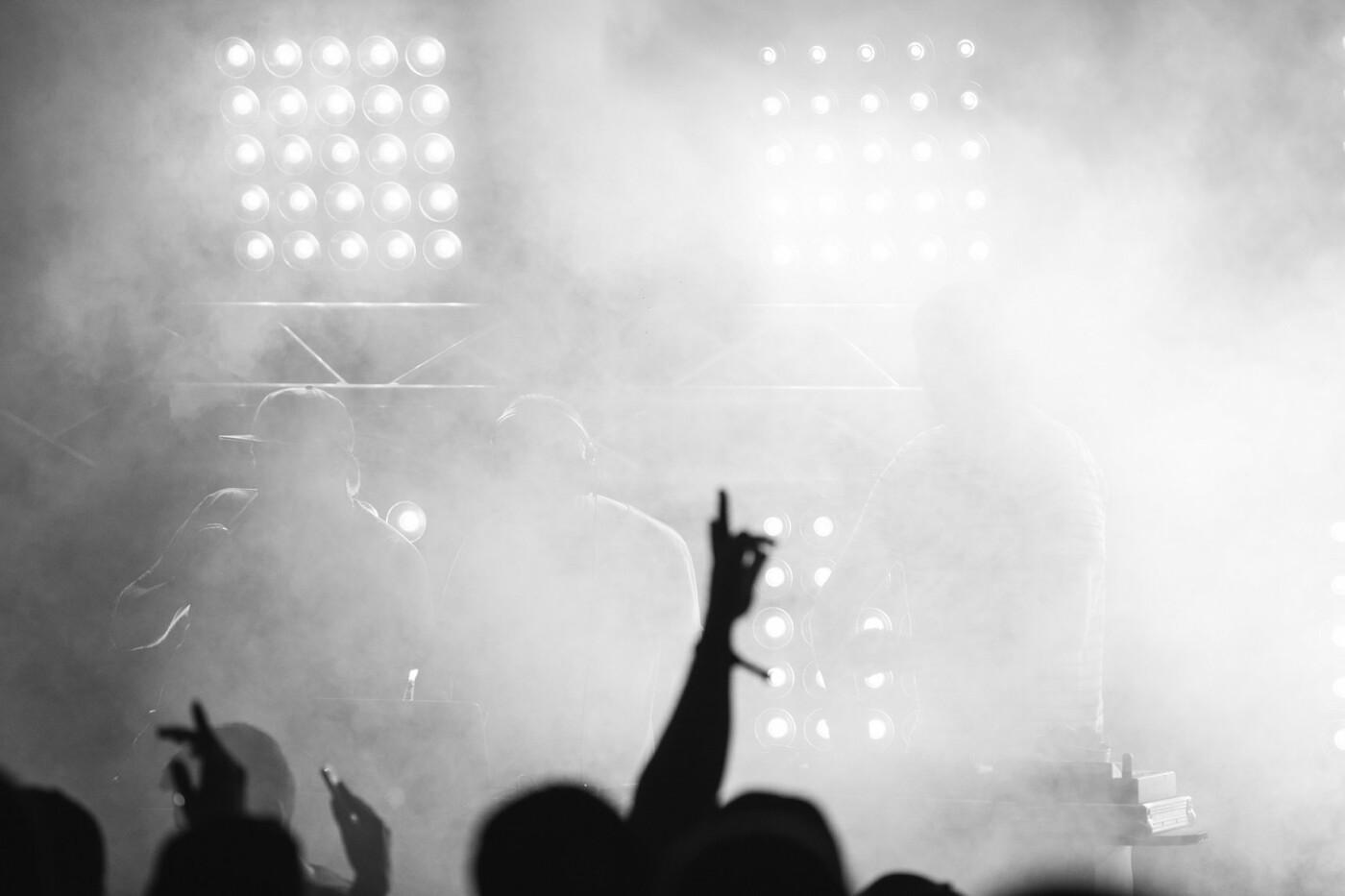 Пропозиція руки та серця, танці до світанку: нічне життя Novellina Beach Stage (фоторепортаж), фото-1