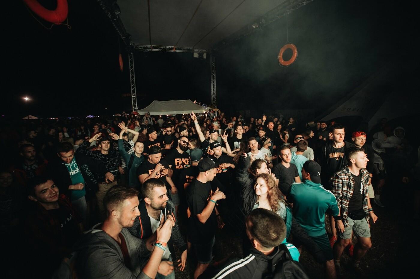 Пропозиція руки та серця, танці до світанку: нічне життя Novellina Beach Stage (фоторепортаж), фото-2