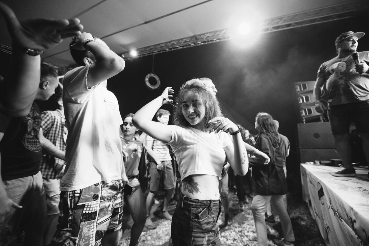 Пропозиція руки та серця, танці до світанку: нічне життя Novellina Beach Stage (фоторепортаж), фото-3