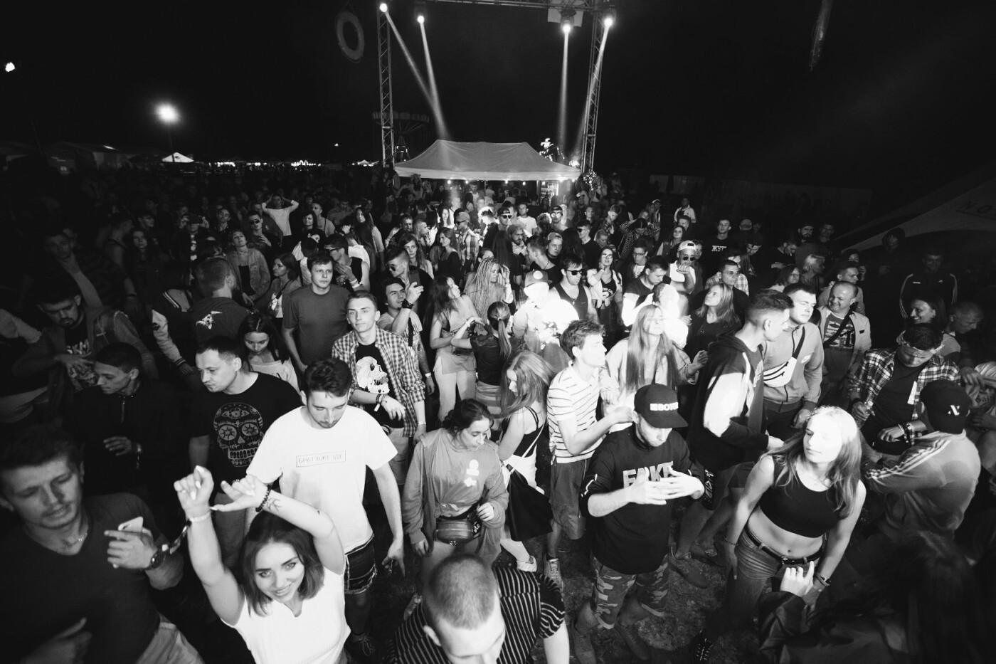 Пропозиція руки та серця, танці до світанку: нічне життя Novellina Beach Stage (фоторепортаж), фото-6