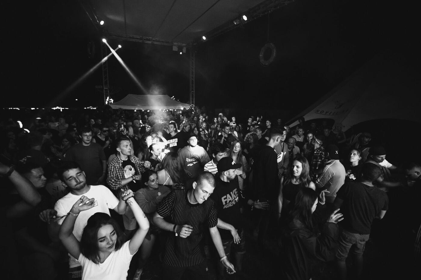 Пропозиція руки та серця, танці до світанку: нічне життя Novellina Beach Stage (фоторепортаж), фото-7