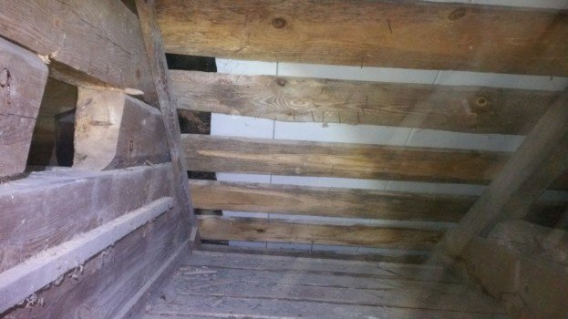 На Тернопільщині на даху дзвіниці виявили схованку, якій майже 75 років (ФОТО), фото-2