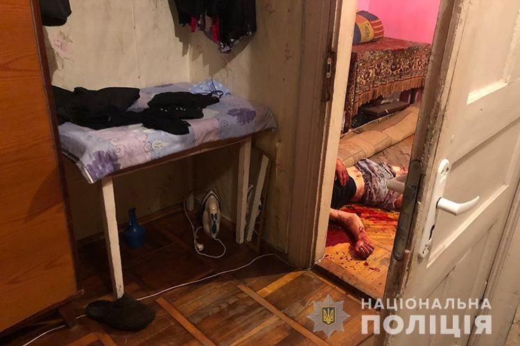 Вбивав і знімав на мобільний: у Тернополі хлопець зарізав залицяльника матері (ОБЕРЕЖНО, ШОКУЮЧЕ ФОТО), фото-1