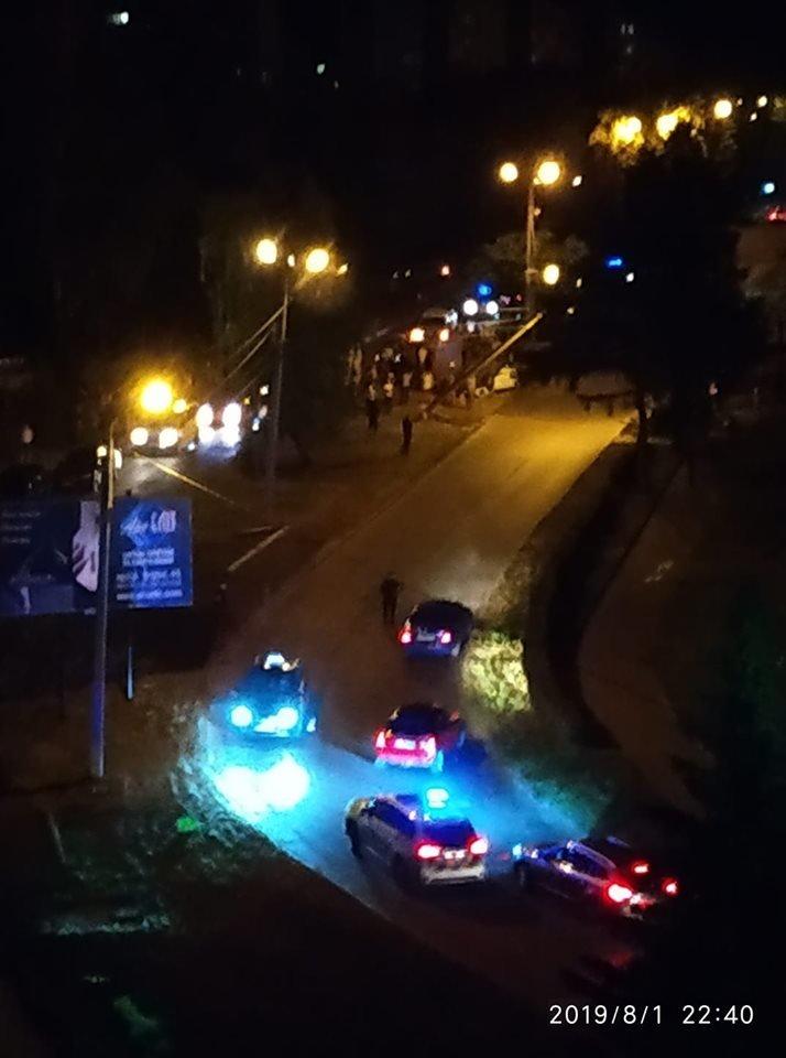 """""""Водій втік, а п'яного пасажира забрала """"швидка"""": в Тернополі авто влетіло в стовп і перевернулось (ФОТО), фото-1"""