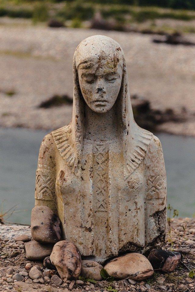 У сусідній області посеред річки з'явилась велика статуя Божої Матері (ФОТО+ВІДЕО)  , фото-1