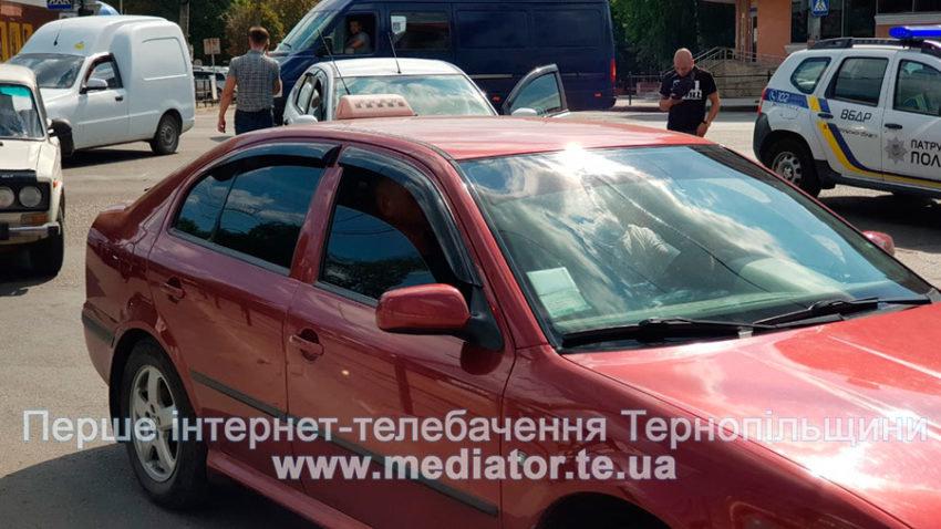 """ДТП у Тернополі: біля """"Обнови"""" зіткнулися """"Ford Focus"""" та вантажівка """"Mercedes"""" (ФОТО), фото-1"""