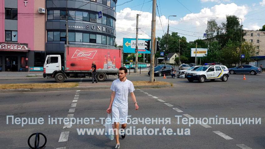 """ДТП у Тернополі: біля """"Обнови"""" зіткнулися """"Ford Focus"""" та вантажівка """"Mercedes"""" (ФОТО), фото-7"""