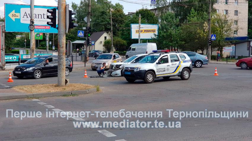 """ДТП у Тернополі: біля """"Обнови"""" зіткнулися """"Ford Focus"""" та вантажівка """"Mercedes"""" (ФОТО), фото-4"""