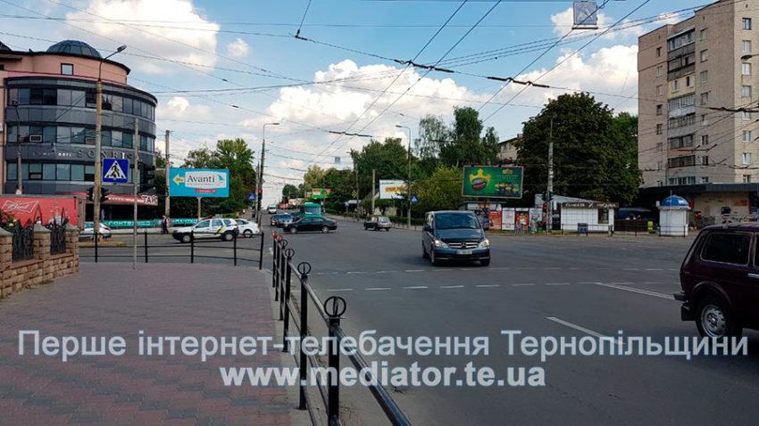 """ДТП у Тернополі: біля """"Обнови"""" зіткнулися """"Ford Focus"""" та вантажівка """"Mercedes"""" (ФОТО), фото-6"""