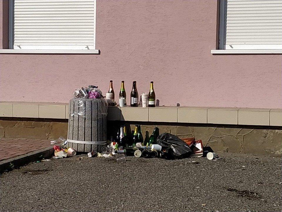 """""""Чия це була ідея?"""": тернополяни критикують відкриття у житловому будинку  """"Офісу щастя""""  (ФОТО), фото-2"""