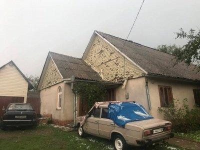 Дахи будинків та автомобілі стали схожими на сито: в сусідній області негода наробила лиха (ФОТО, ВІДЕО), фото-1